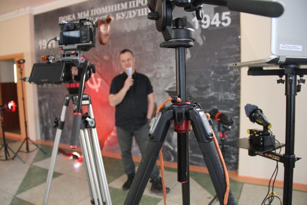 Подготовка оборудования для съёмки интервью